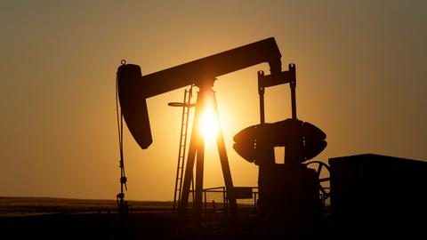 Oil falls after Trump pressures OPEC to raise output