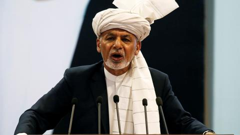 Afghan president holds council to set agenda for Taliban talks