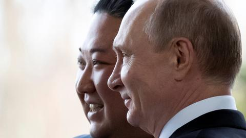 Trump, Kim share smiles, dinner before nuke talks
