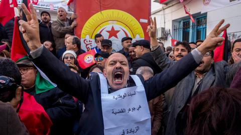 Angry protests erupt in Tunisian city demanding development