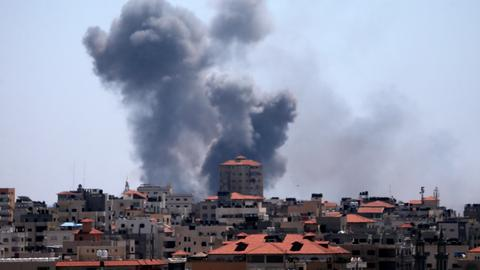 Israeli air strikes kill one, wound four Palestinians in Gaza