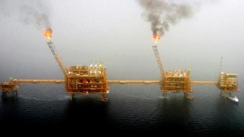 Iran selling oil in 'grey market'