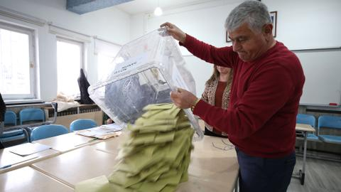 Turkey's election body rules for Istanbul election re-run