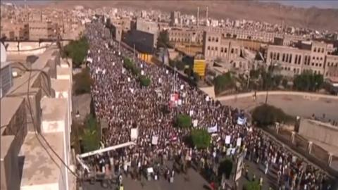 Thousands protest Saudi-led air strikes in Yemen