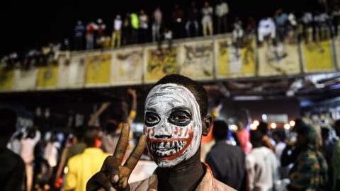 Sudan military calls for new talks – protest movement