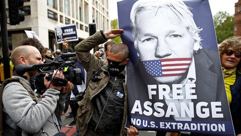 Sweden decides to reopen Assange rape case