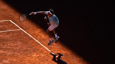 Rain delays Federer's Rome return as day matches cancelled
