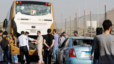 Blast hits Egypt tourist bus, wounds at least 17