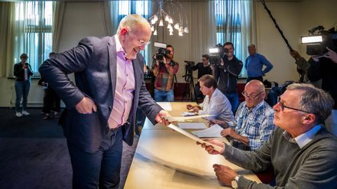 European Parliament elections under way after polls open in UK, Netherlands
