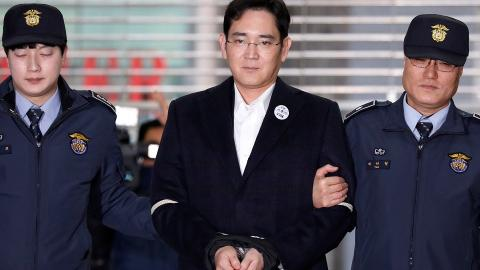 Samsung chief denies all charges in bribery trial