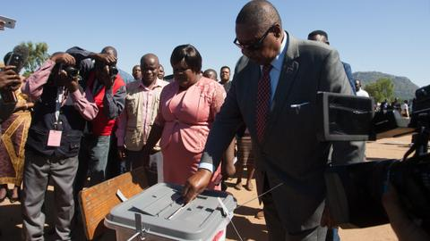 Mutharika takes lead in Malawi election count