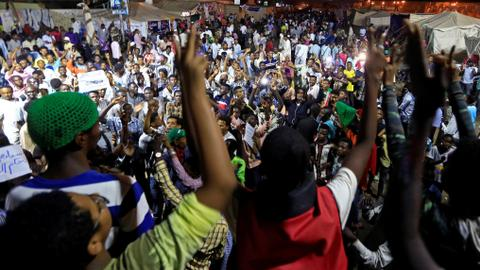 Sudan protest leaders seek advice from supporters to end deadlock