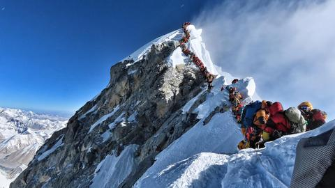 Death of British climber takes Mount Everest toll to 18