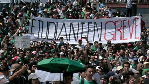 Banners and placards: a cover for cracks in the Algerian movement?