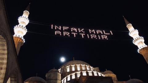 One of Istanbul's last illumination artists and his Ramadan messages