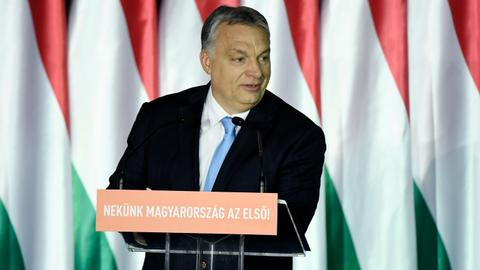 Hungary 'indefinitely suspends' new court in bid to win favour with EU