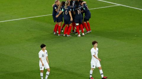 Rampant France thrash Korea in World Cup opener