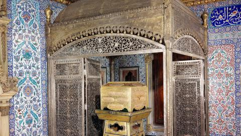 Why did Ottoman sultans safeguard Islam's holy relics in Istanbul?