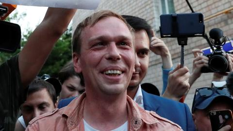 Journalist Golunov walks free as Russia suspends police officers