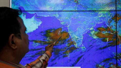 India prepares for Cyclone Vayu downfall