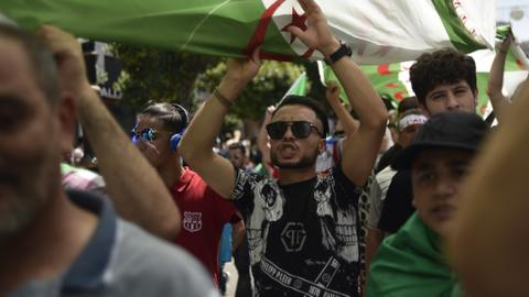Algerians rally even after ex-premiers detained