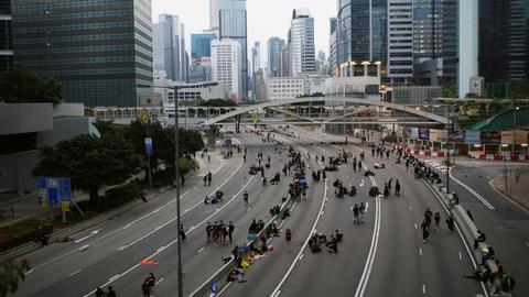 Protesters agree to clear Hong Kong roads