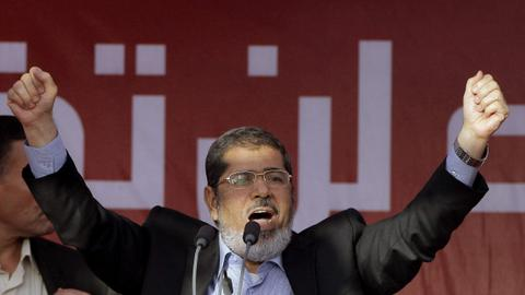 Overthrown Egypt president Morsi quietly buried in Cairo