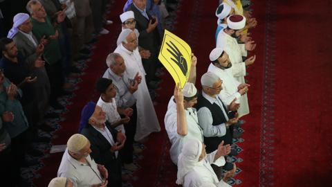 In pictures: Muslims across the world pray for Egypt's Mohamed Morsi