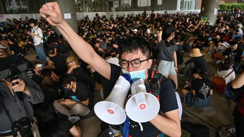 New protests as Hong Kong ignores deadline to scrap extradition bill