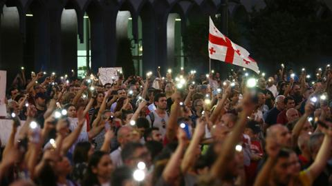 Georgia: Protests held by parliament for 4th straight day