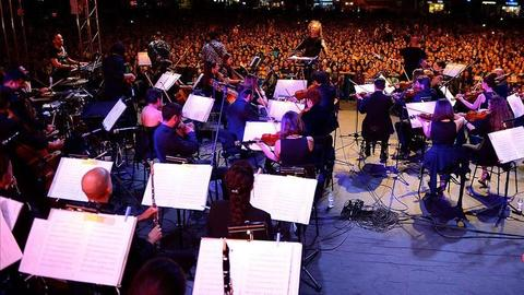 Turkey's Senforock performs for thousands in Anatolia
