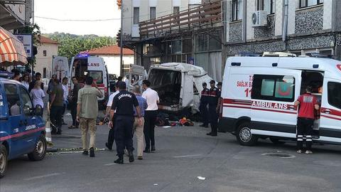 Crash kills at least 10 migrants in north-western Turkey