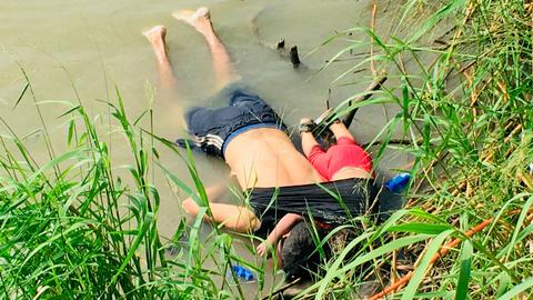 Migrants die at US border - The last 24 hours in pictures