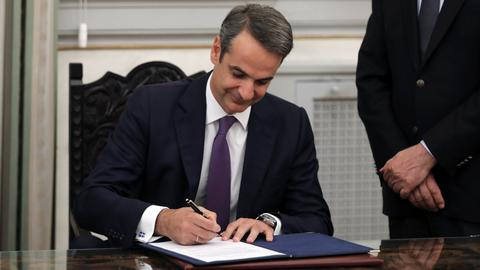 New Greece PM Mitsotakis vows to end economic crisis