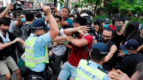 Clashes break out at Hong Kong border town protest