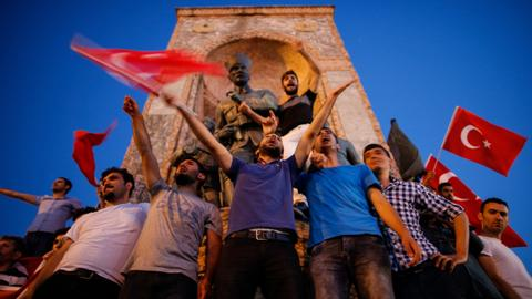 A night of defiance – Turkey remembers heroes of 2016 coup attempt