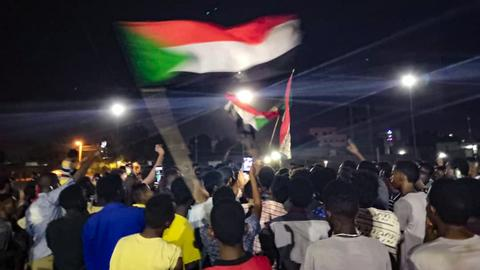 Police fire tear gas at mourning protesters  – Sudan unrest