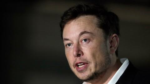 Musk shows off progress on machine linking brains to computers