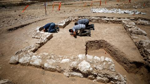 Archaeologists find mosque from when Islam arrived in holy land