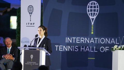 Li Na sets new mark: first Asian-born into Tennis Hall