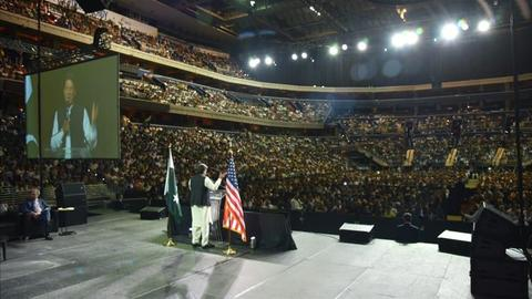 Pakistan PM Khan gathers thousands in US capital