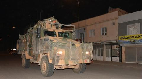 Turkey sends military reinforcements to Syrian border