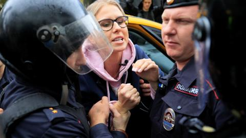 Russian police detain hundreds during fresh protest in Moscow