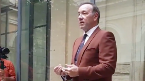 Kevin Spacey reads poem about dejected boxer at Rome museum