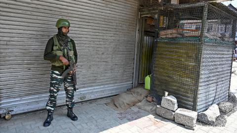 Growing panic in Kashmir as India, Pakistan bicker over border clashes