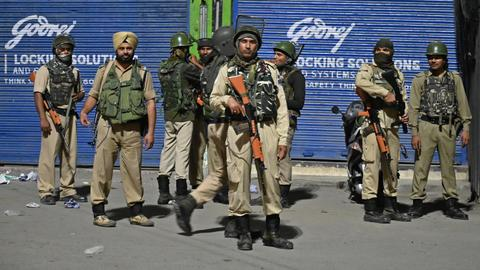 India abolishes Kashmir accession treaty with rush decree