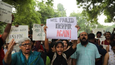 In Pictures: Solidarity with Kashmir over changes to Article 370