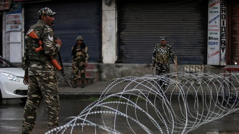 Hundreds arrested in Kashmir lockdown