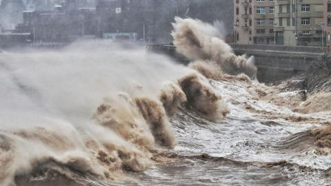 Super Typhoon Lekima slams into southeast China
