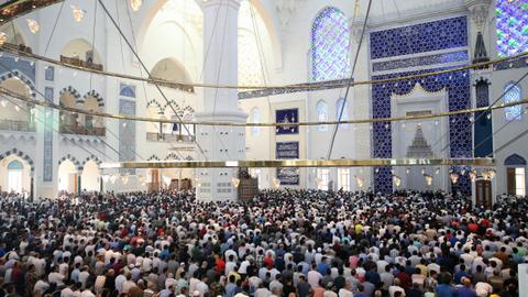Muslims worldwide celebrate Eid Al Adha